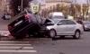 На проспекте Стачек BMW залетел на капот Volkswagen и смял дорожный знак