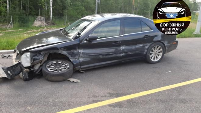 Фура протащила за собой Cadillac по трассе в Ленобласти