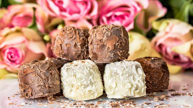"""Мэр столицы просит москвичей выбрать дизайн конфет """"Москва"""""""