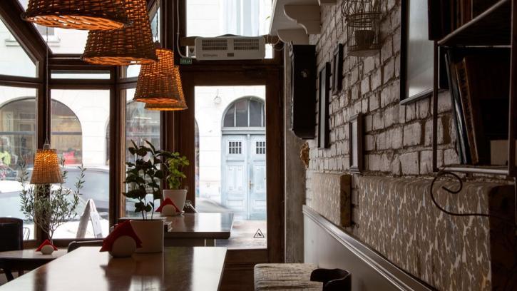 Из-за пандемии петербургские рестораны потеряли половину выручки