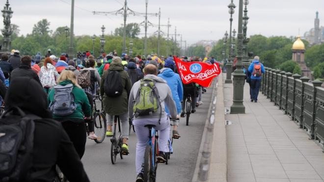 Движение автомобилей ограничат в двух районах Петербурга из-за велопробега