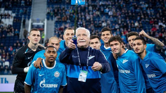 """""""Зенит"""" поздравил своего фотографа с юбилеем"""