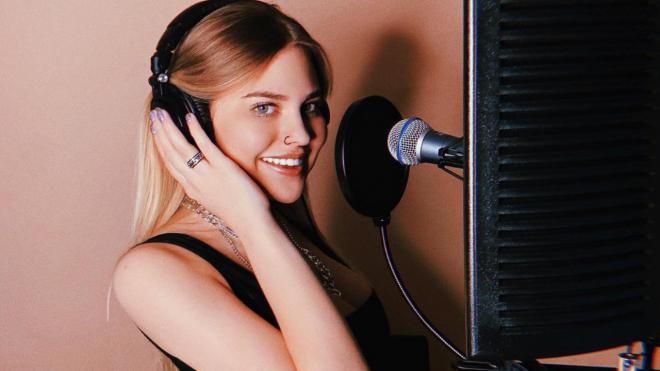 Поющая внучка Боярского мечтает спеть дуэтом с Егором Кридом