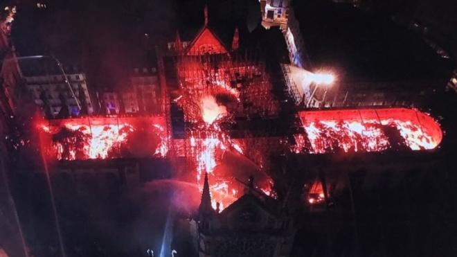 Реликвии собора Парижской Богоматери спасли от огня
