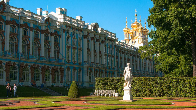 Музеи Петербурга начали борьбу с перекупщиками