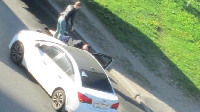 """В Красносельском районе автоледи на """"Шевроле"""" сбила мужчину"""