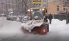 Центральные улицы Петербурга начали посыпать гранитной крошкой