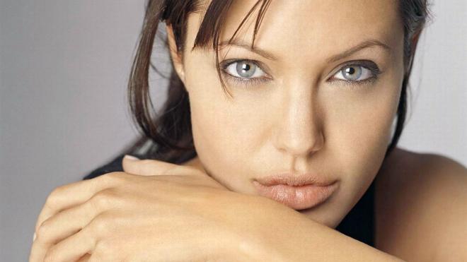 Из-за очередной операции Анджелина Джоли больше не сможет иметь детей