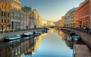 Смольный разрабатывает «новую туристскую географию Петербурга»