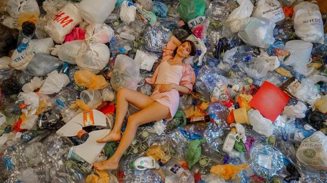 """Звезда """"Содержанок"""" Любовь Аксенова собрала груду мусора на своем балконе"""