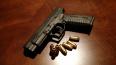 Петербуржцев напугал мужчина с пистолетом