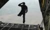Экстремал из США спрыгнул без парашюта с высоты 7,6 километров, несмотря на страх