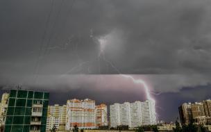 Петербуржцы делятся фотографиями мощной грозы