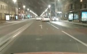 Водитель стал свидетелем едва не случившейся аварии на Невском проспекте