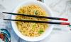 Влюбленный китаец накормил лапшой 5 тысяч прохожих