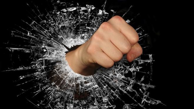 В результате массовой драки в Василеостровском районе пострадали 5 человек