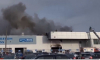Пожарные тушат автоцентр на Савушкина с крыши, улица частично перекрыта