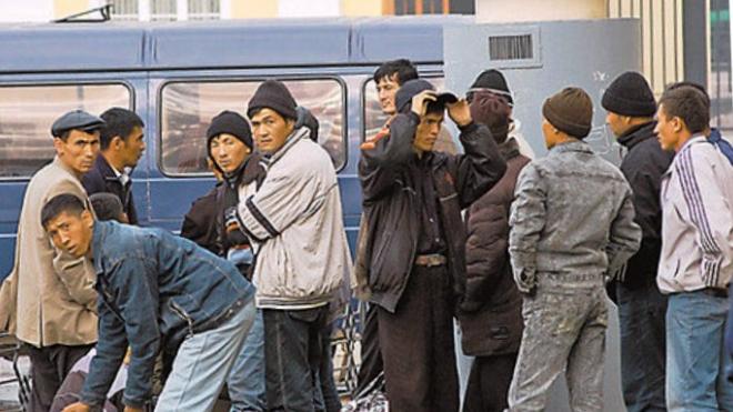 """В Петербурге задержали """"мамочку"""" нелегальных мигрантов"""