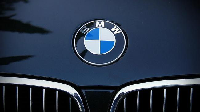 BMW поднимет цены на свои автомобили в России