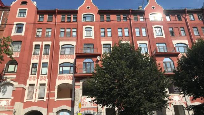 В Петроградском районе завершаются работы по ремонту фасада доходного дома Керстена