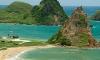 На пляж в Индонезии рухнула 15-метровая скала. Погибли минимум трое туристов