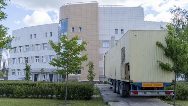 Больницы имени Боткина и Мечникова получили мобильные источники тепла