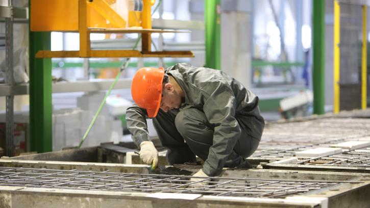 Минстрой РФ: каждый пятый предприниматель в России работает в ЖКХ и строительстве