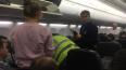 Пилот экстренно посадил самолет, летевший в Петербург, ...