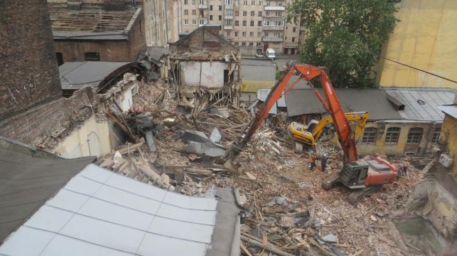 В центре Петербурга сносят исторический завод Оуфа