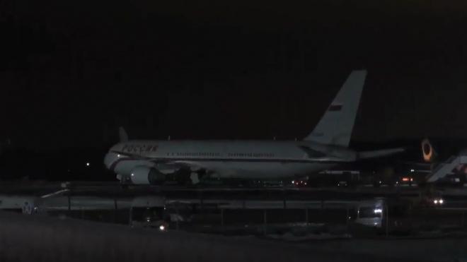 Самолет с петербуржцами на 8,5 часов застрял в Симферополе