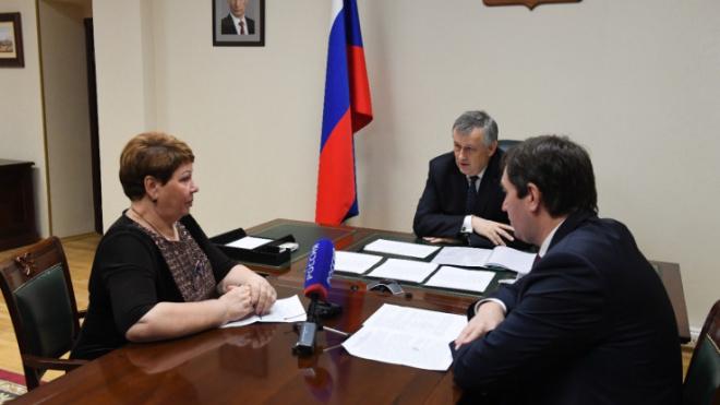 Губернатор Ленобласти провел прием граждан по поручению президента