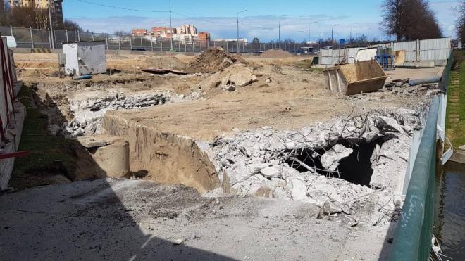 Росприроднадзор зафиксировал, что в Дудергофку при демонтаже моста сбрасывали бетон