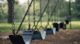 На петербургской детской игровой площадке столбы закрепл...