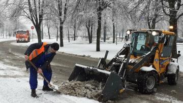 В снежный понедельник улицы Петербурга чистили 783 ...
