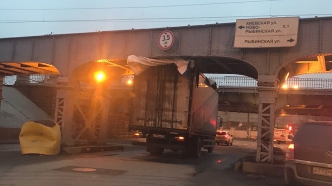 Очередной петербургский мост начал ловить грузовики