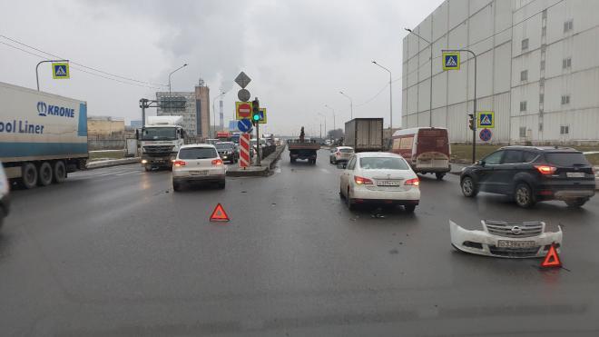 На перекрёстке Софийской и Грузового проезда столкнулись две иномарки