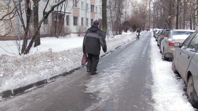 """Чиновники в апреле """"решили"""" проблему петербурженки, которая в январе пожаловалась на гололедицу"""