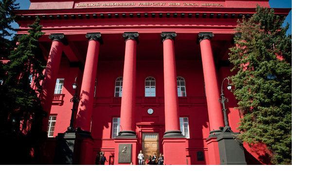 Студентки обвинили преподавателя в домогательствах в киевском вузе