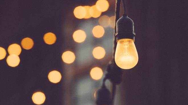 В 11 районах Ленобласти 22 марта частично отключат электричество