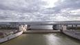 Один из двух затворов дамбы в Петербурге закрыли на три ...
