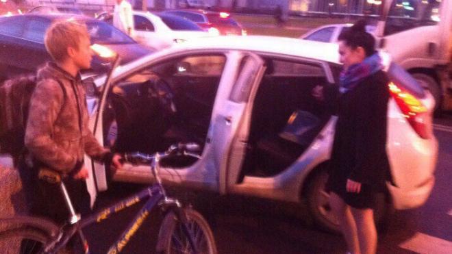 На улице Адмирала Трибуца автоледи сбила мальчика, а после подбросила его до школы