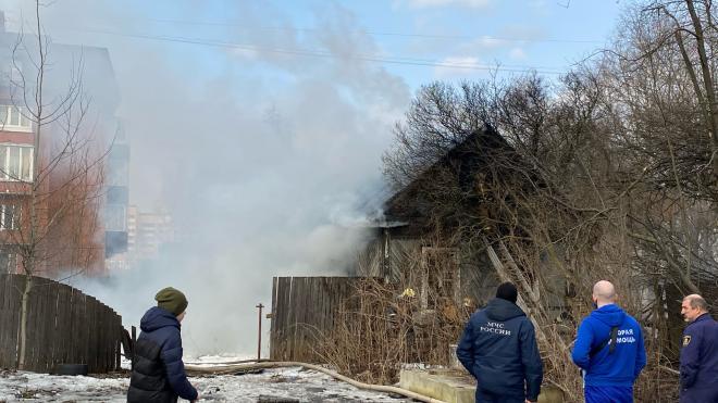 В Приморском районе сгорел одноэтажный деревянный дом