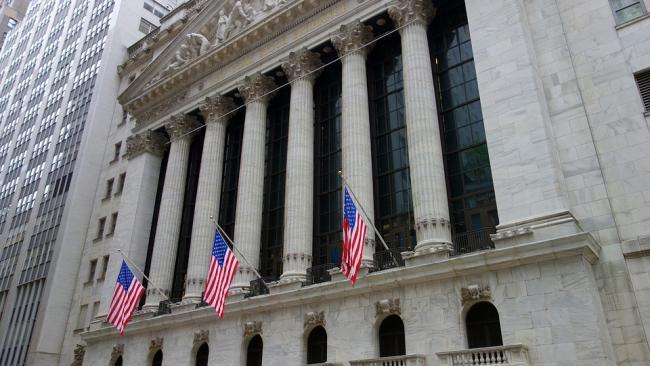 Индекс Dow Jones впервые поднялся выше 35 тысяч пунктов