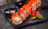 Петербуржца будут судить за избиение и ограбление курьера суши