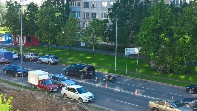 На Искровском проспекте произошло ДТП с участием мотоциклиста