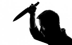 В Петербурге мужчина, угрожая ножом, похитил у женщины деньги с банковской карты