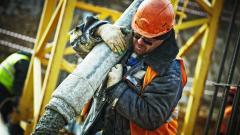 Справляются как могут: на стройках Петербурга не хватает рабочих