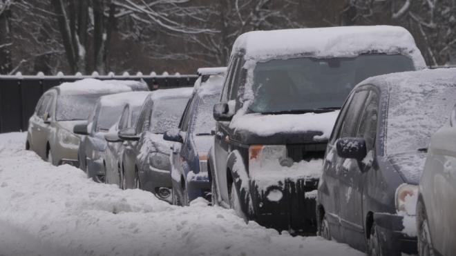 Зимой петербуржцам придется убирать автохлам быстрее: на все дается неделя
