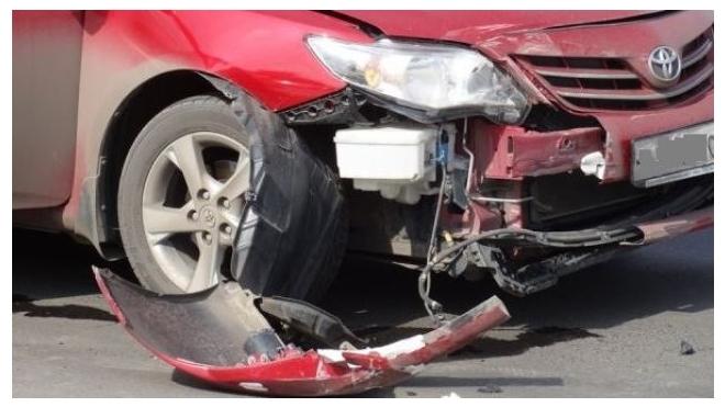 На петербургской дамбе из-за наледи столкнулись сразу 7 автомобилей