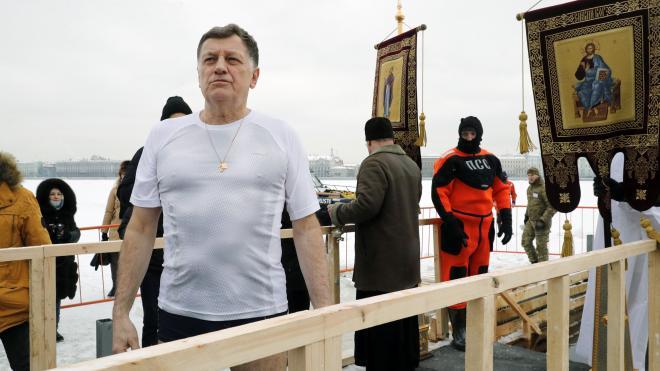 Спикер петербургского парламента окунулся в купель у Петропавловской крепости